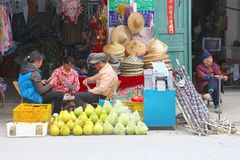 People retail shop fruits hats, Xingping, ancient China Stock Photo