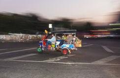 People on the road with a Tuk-Tuk in Bangkok by night Stock Photography