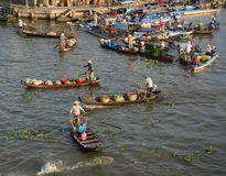 People rowing wooden boats at floating market in Ben Tre, Vietnam Stock Photography