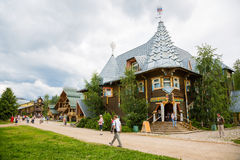 People of the russian tourist center Verhnie Mandrogi Stock Photography