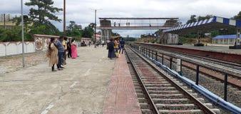 People& x27; s czekać na pociąg w północnym Tripura zdjęcia royalty free