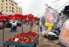 People sell Hindu god Ganesha Idols on roadside Stock Photography