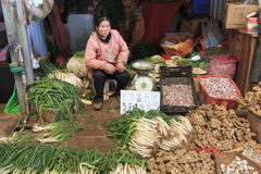 People selling and buying in a traditional market in the center of Kunming Stock Photography