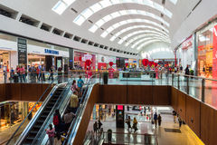 People shopping on Dubai Mall store center. UAE, DUBAI - DECEMBER 25: people do shopping in Dubai Mall store center on December 25, 2014 Royalty Free Stock Photos