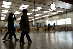 People shopping inside Apple store Royalty Free Stock Photography