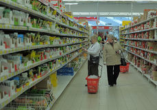 People shopping in a supermarket Stock Photography