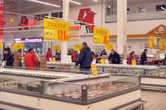 People Shopping In Supermarket Store Royalty Free Stock Images