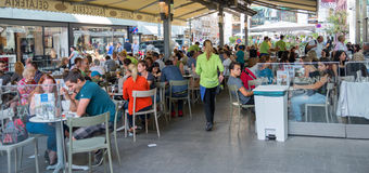 People sitting at the tables in Vienna. VIENNA, AUSTRIA - JULY 31, 2015: people sitting at the tables of a café in the historic Stephansplatz center of Vienna Stock Photography