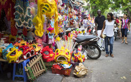 People stop to buy teddy and colorful toys on Hang Ma old street Stock Photos