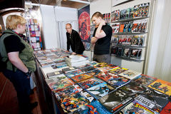 People talk about comic books at graphic novels stand Royalty Free Stock Images