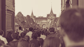 People to pay and respect to Thai King Bhumibol Stock Photos