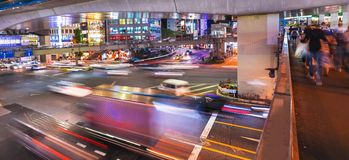 People and traffic crossing a busy intersection in Shibuya, Tokyo, Japan Stock Photos