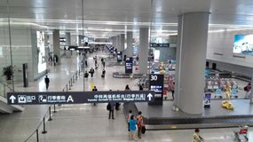 People waiting in Baggage claim area of Shanghai Hongqiao Airport Stock Photo