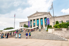 People waiting for enter to Shedd Aquarium in Chicago. Chicago, Illinois, USA - August 25, 2014: People waiting for enter to Shedd Aquarium in Chicago Royalty Free Stock Photos