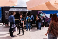 People Waiting In Line To Buy Pulled Pork Sandwiches From A Food Truck Stock Photos