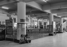 People waiting at the railway station in Mandalay, Myanmar Stock Photos
