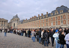 People waiting to enter the Palace of Versailles Stock Photography
