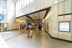 People Waking In Large Metro Station For Subway Transfer Royalty Free Stock Photos