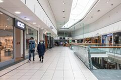 Free People Walking Through Interior Of Buchanan Galleries Shopping Centre Mall Wearing Fask Mask Protection Royalty Free Stock Photos - 192540138