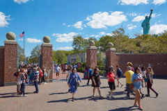 People walking to Statue of Liberty park in a sunny day, New York Stock Image