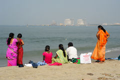 People watching the sea on the beach of Fort Cochin Stock Photography