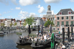 People zitting on a terrace in the center of Leiden. Royalty Free Stock Photos