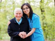 Peoplee plus âgé de aide Photos stock