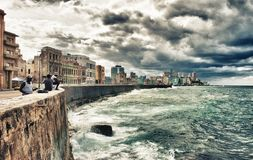 Free Peoples Fishing In Malecon Of Havana Stock Photo - 116625410
