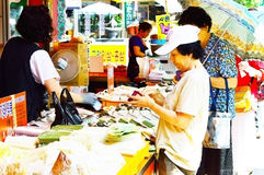 Peoples who shop at Seoul Herbal Medicine Market Stock Photos