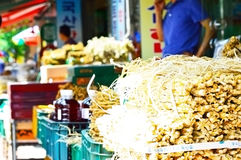 Peoples who shop at Seoul Herbal Medicine Market Royalty Free Stock Photos