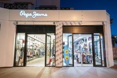 Pepe cajgi ostatnio otwierali sklep na Luty 29, 2016 w Tenerife, Hiszpania Fotografia Royalty Free