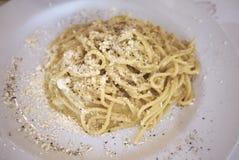 Pepe del cacio e de los espaguetis imagenes de archivo