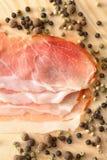 Pepe e fette di prosciutto Immagine Stock