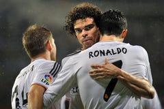 Pepe en Cristiano Ronaldo die van Real Madrid elkaar koesteren om doel te vieren Royalty-vrije Stock Foto's