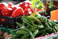 Peper bij markt stock afbeeldingen