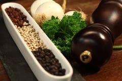 Peper en een pepermolen Royalty-vrije Stock Fotografie