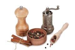 Peper, kaneel, molen Stock Fotografie