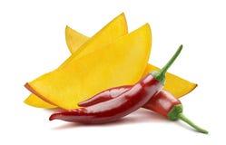 Peper van de mango de roodgloeiende die Spaanse peper op witte achtergrond wordt geïsoleerd Stock Foto