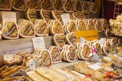 Peperkoek bij Traditionele Kerstmismarkten bij de Vrede Vierkante Namesti Miru in Praag 2016 Royalty-vrije Stock Afbeelding