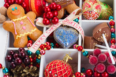 Peperkoek met Kerstmisdecoratie Royalty-vrije Stock Foto