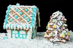 Peperkoekhuis en Kerstmisboom Royalty-vrije Stock Foto
