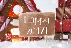 Peperkoekhuis met Slee, Sneeuwvlokken, Tekst Gelukkige 2017 Royalty-vrije Stock Afbeeldingen