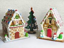 Peperkoekhuizen met Kerstmisdecoratie en speelgoed Royalty-vrije Stock Fotografie