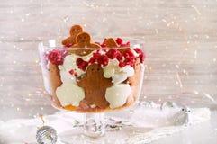 Peperkoekkleinigheid - gelaagd dessert stock foto's