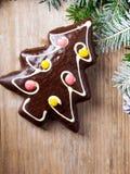 Peperkoekkoekje in de vorm van Kerstbomen Stock Foto