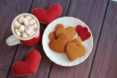 Peperkoekkoekjes, kop van de dag van cacaovalentijnskaarten Stock Foto