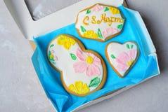Peperkoekkoekjes voor 8 Maart, de Dag van Vrouwen, Met de hand gemaakte Koekjes met Sugar Icing royalty-vrije stock afbeelding