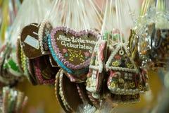 Peperkoekkoekjes in vorm van harten royalty-vrije stock foto's