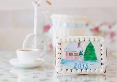 Peperkoeksneeuwman met pijnboom nieuw jaar Stock Afbeelding