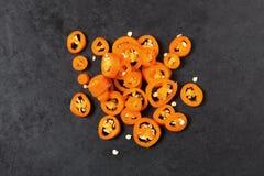 Peperoncini rossi affettati sulla tavola Fotografia Stock Libera da Diritti